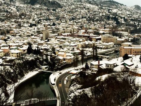 El Río Miljacka reptando entre la ciudad