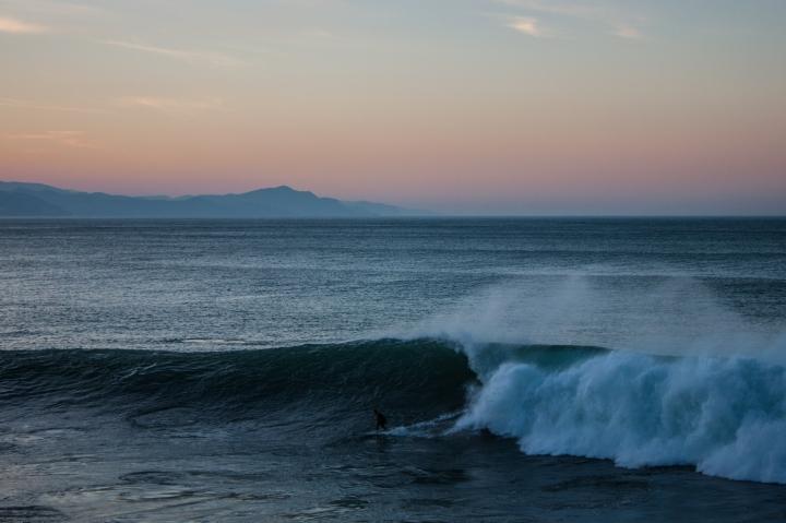 8. zumaia roka puta surfer